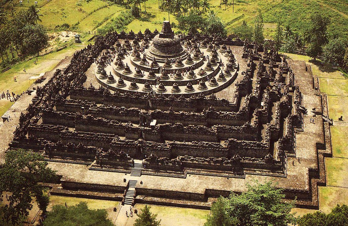 Borobudur & Plateau Dieng - Photo 1